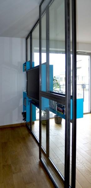 L'Atelier Gérald Bell et Sof Architectes : verrière toute hauteur intégrant le matériel informatique