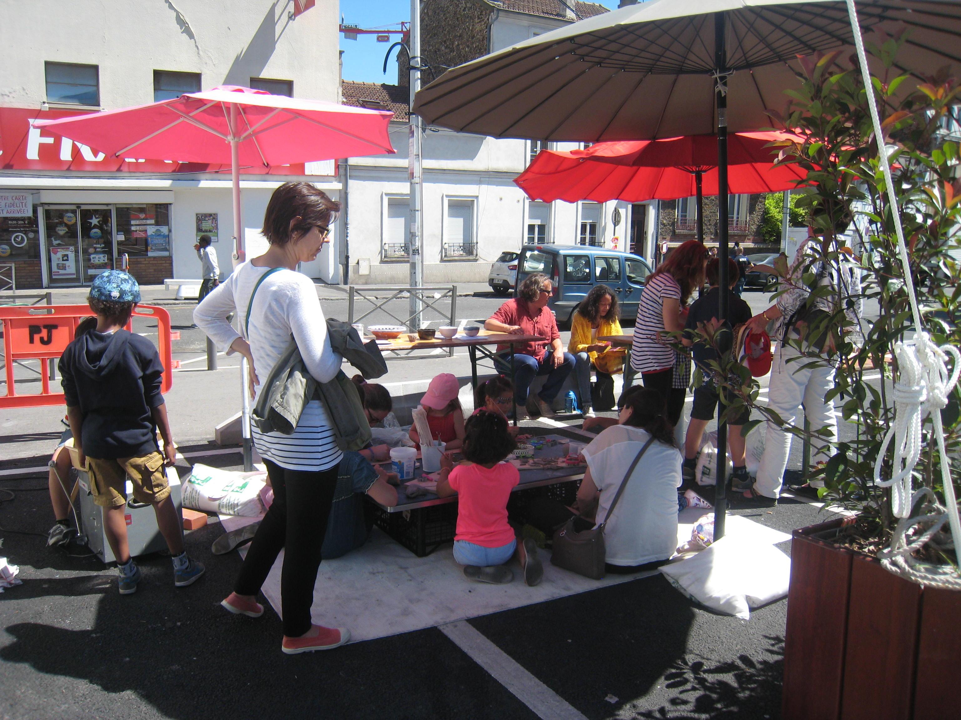 Fête de la Ville de Bagnolet Atelier modelage avec la Fabrique